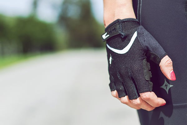 Women's specific short finger cycling gloves