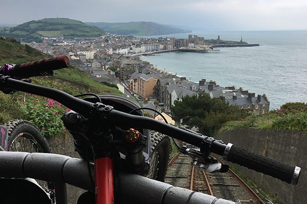 Team Tredz Rider Lindsay conquers the cliff up in Ceredigion
