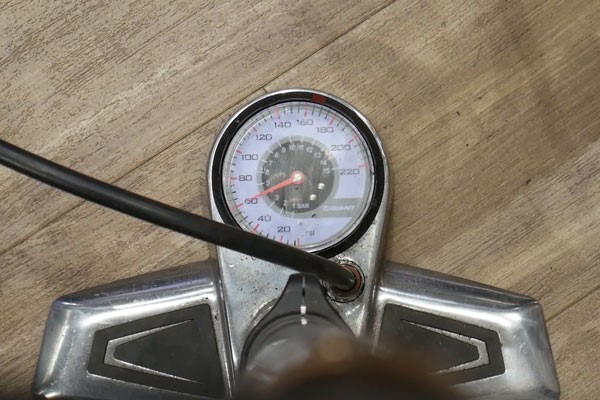 Bike pump gauge