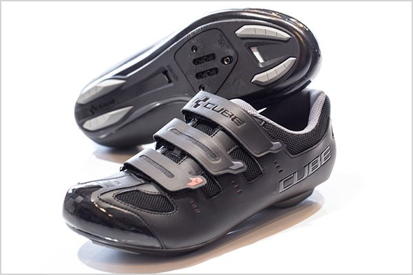 Soles with 5 holes are compatible with both 2 and 3 bolt pedals