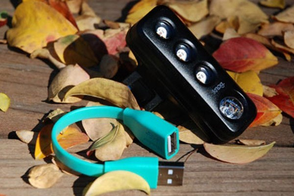 A Knog light with an internal rechargeable battery that charges via USB