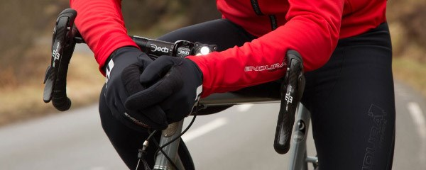 Pre-shaped areas on bib tights make them more ergonomic