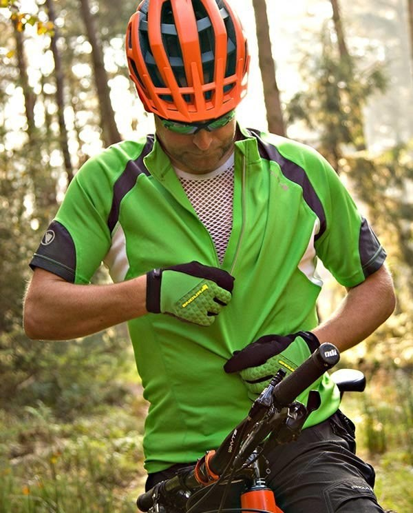 Zipping up a short sleeve cycling base layer
