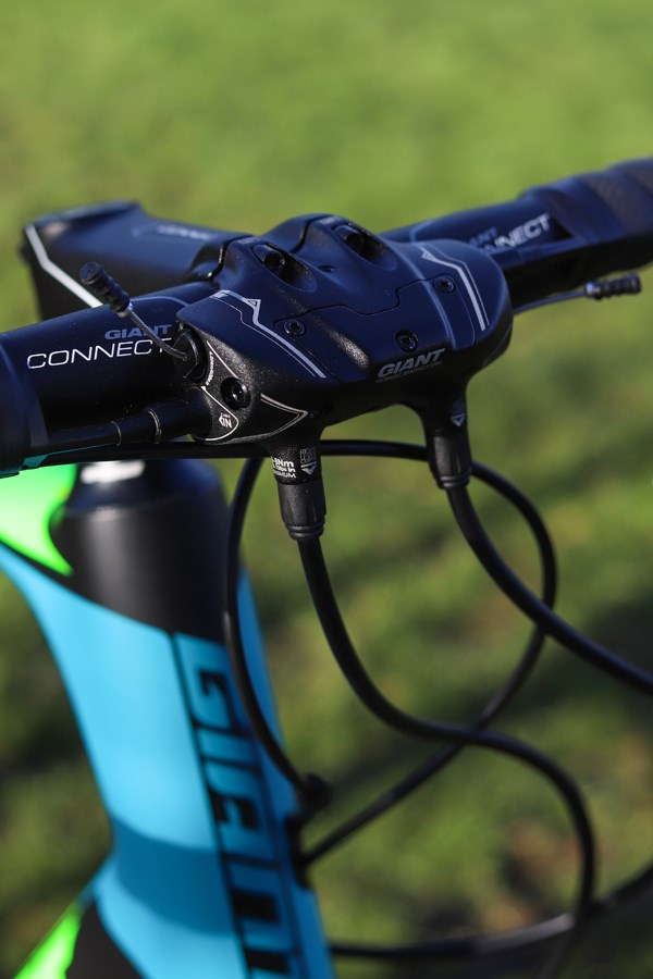 Giant Defy Giant Conduct Hydraulic disc brakes