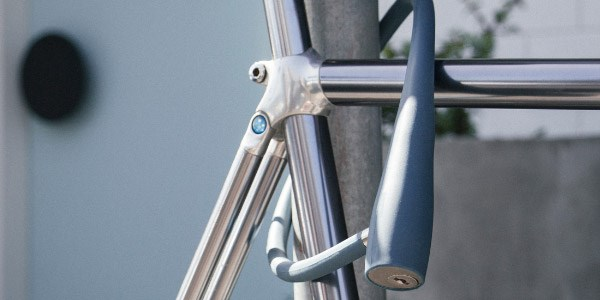 A key cable lock locking a bike throught the frame to a post
